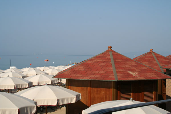 Attrezzature Balneari Meucci: Bagni Il Golfo - Follonica (GR)